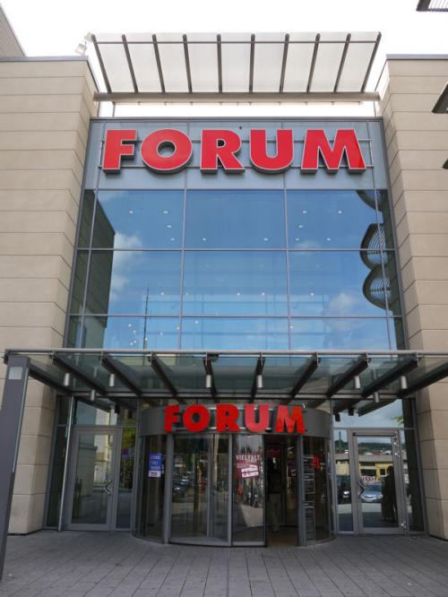 ウエッツラーの駅前には、FORUMという大型ショッピングセンターがあった。