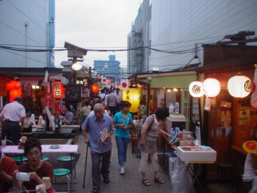 三社大祭(さんしゃたいさい)、今日は前夜祭。今日を含め5日間の祭りです。ここは「屋台村」。
