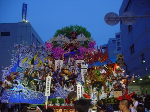 三社とは、市内の「おがみ神社」「新羅神社」「神明宮」の事です。