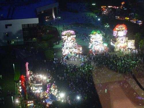 商店街と市庁前が前夜祭会場です。