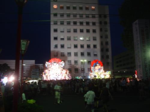 山車と市庁