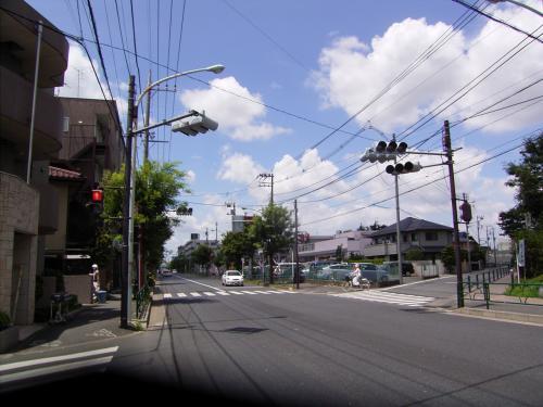 余裕をもって11時ごろ出発。<br />新青梅街道を西へ進む。決して自転車で走りやすい道ではない。<br />天気は上々だが、暑い。