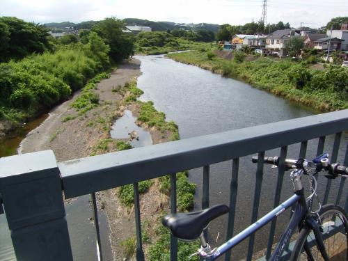 しゃかしゃか自転車こいで、あっという間に入間。そして写真は入間川。