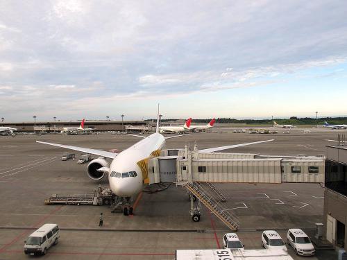旅の始まりは成田空港から‥。JL002便18時10分発のサンフランシスコ行きで、現地到着まで約9時間の空の旅ですが、ヨーロッパ行きよりは全然ラクでした。