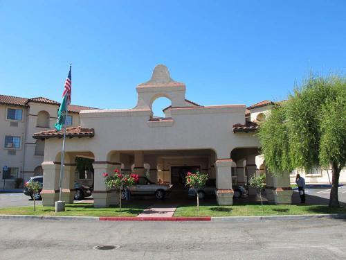 今日の宿は『Holiday Inn San Jose』。ネット予約で1泊税込み97ドル。予約時にホリディインのプライオリティクラブに入会してあったので、朝食用の割引券とお菓子の詰め合わせのプレゼントを頂きました。