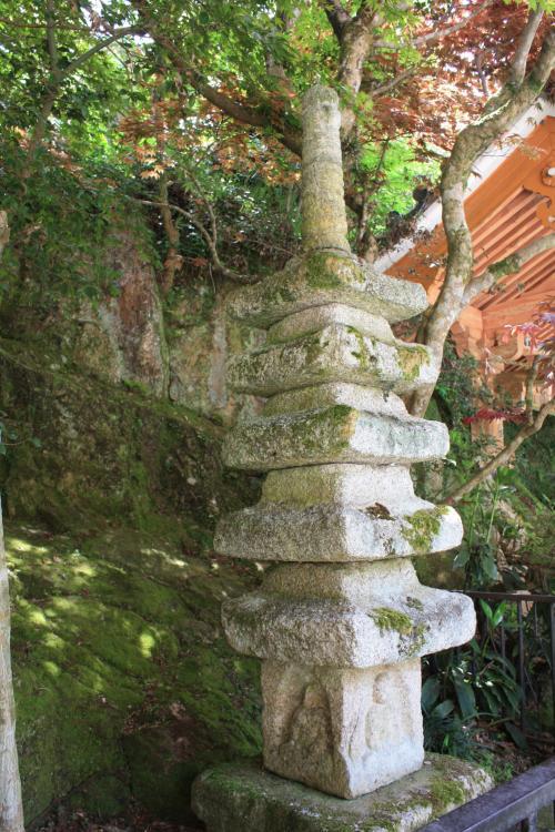 重要文化財の五重の石塔は全国に七基しかないそうで、この石塔は初層に仏様がおられます。<br />後でパンフレットで見て、気づいたのでこの仏さま見逃してしまいました。