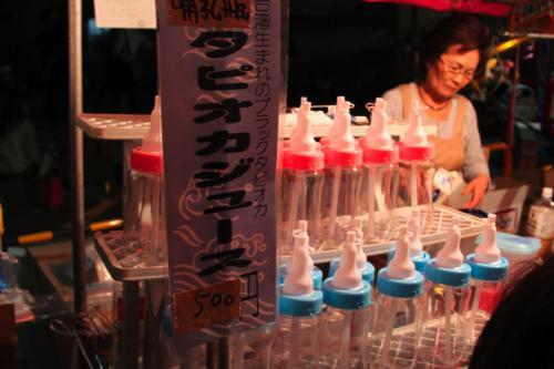 台湾のタピオカジュース<br />なんで哺乳瓶なんだろう、、