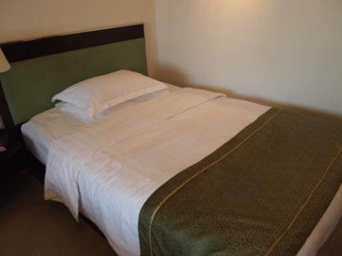 ベッドメイクはこんな感じ。清潔でゆったりしています。<br />お部屋はスタンダードツインでしたが、お部屋も広すぎず狭すぎず、リラックスできるちょうど良さ。<br />日本の感覚だとデラックスツインぐらいあるんじゃないかと思います。<br />お部屋は東側だったので故宮は見えませんでしたが、リクエストしたら故宮の見えるお部屋を予約することもできるそうです。