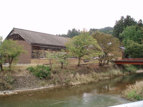 木造校舎を発見!<br />風景に溶け込んでいて素敵です。<br />どうやら今は使われていないようでした。
