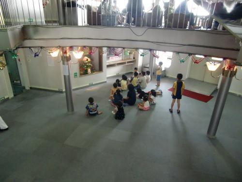 そうそう、船のロビーでは子ども用に、ゲームができるようになってます。<br /><br />子ども同士が「次私の番なのにー」とか言い合ってる光景は万国共通ですよね^^