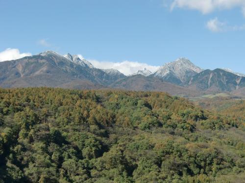 橋の上から北の方を見ると「八ヶ岳連峰」(写真)が見える。