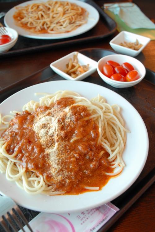 スパゲティミートソース・・・ははは、昨日の遅昼と同じやん!