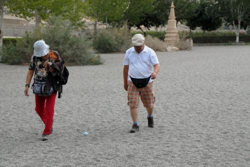 しかも、観光客を見てみると、何かとても歩きにくそうです。<br /><br />なんでこんな殺風景にしちゃったの?<br />
