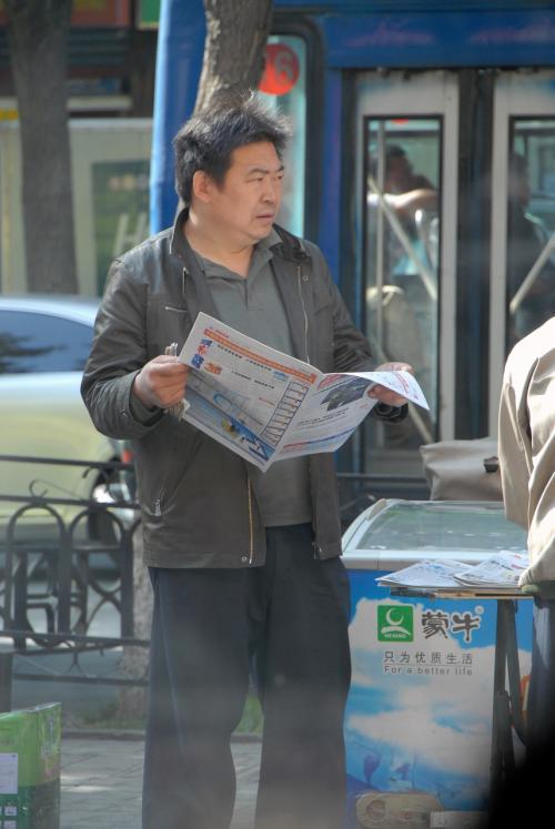 真向かいにある街頭キヨスクの店のおっちゃん、こまの漫画の情報屋の権助にそっくりでした!・・・って言っても、何のこっちゃら判りませんよね。