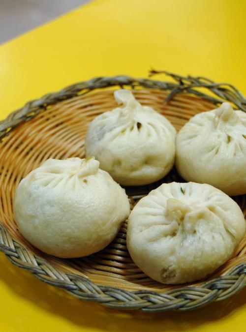 ワンタンと饅頭(肉まん,野菜まん)を頼みました(いつも一緒!)。<br /><br />北京や上海などの大都市より美味しいのは何故でしょうね。