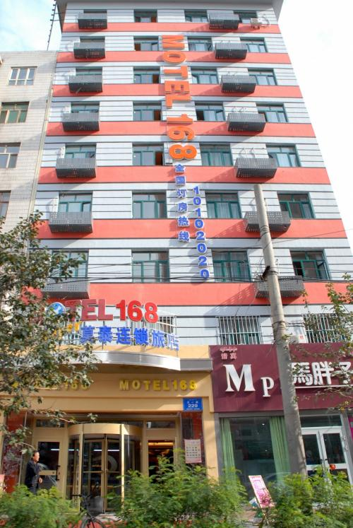 今や全国チェーンのビジネスホテル「MOTEL168」がありました。<br /><br />烏魯木齊も、它の大型都市に準じた都会ですね。
