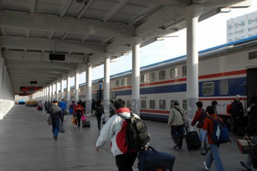 9時40分!!<br />陳老師も、列車に乗れないと大変なので、かなり頑張ってますね。