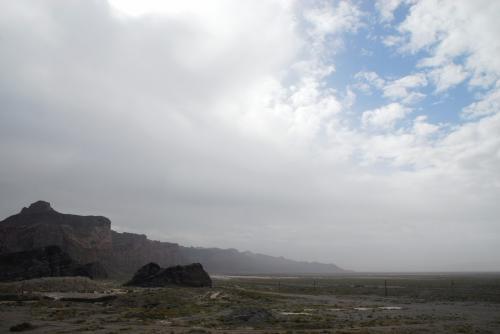 線路を流してしまうような大雨があったなんてウソのように、空が割れて青空が見えてきました。