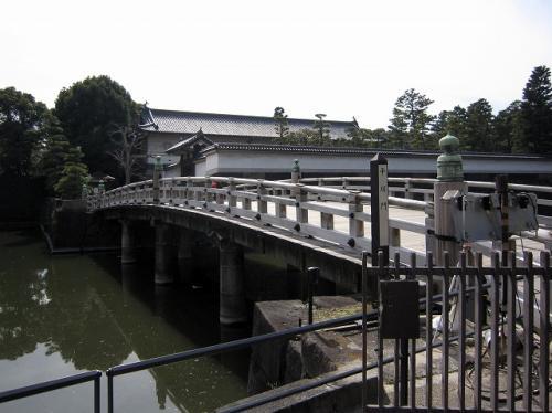 「平川門」から「東御所」へ<br />最高のエントランスだ