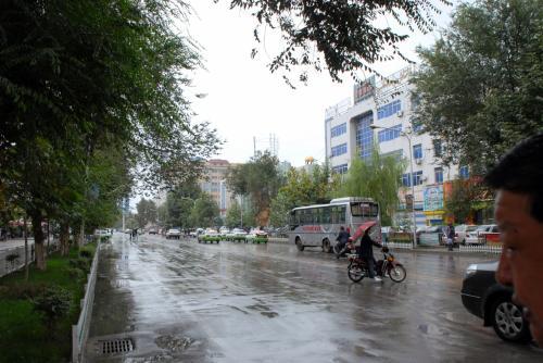 雨でしっとりの町並み。