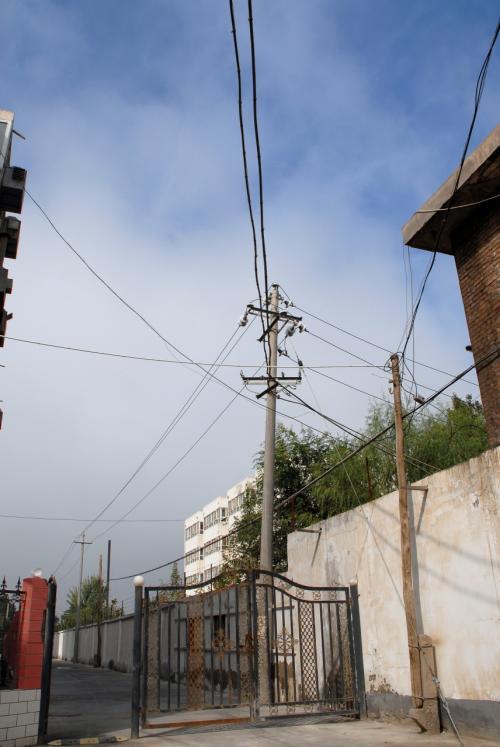 アパートから出る途中の景色。<br /><br />はんぶぅ家のベランダから見える方向はこっち側ですね。