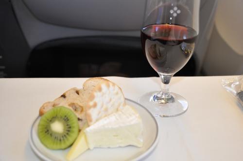 メインの途中から赤ワインにしたので、薦められるがままチーズも♪<br /><br />あまり好みでない赤だったのだけど、チーズがあると大分美味しくいただけました(^^)v
