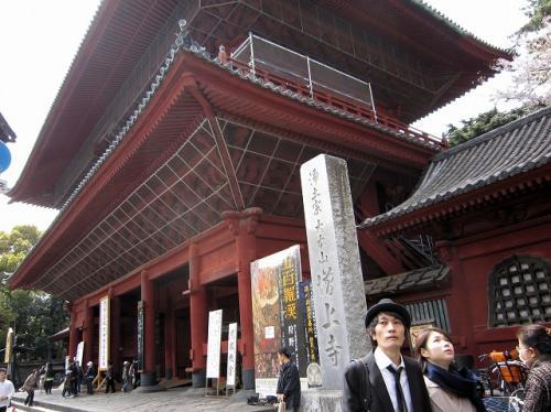 気を取り直して<br />増上寺の表門、正式には「三解脱門」らしい<br />どんな意味があるのか?