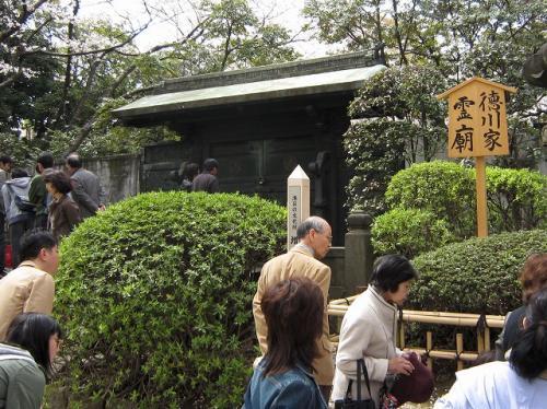 本堂の奥は徳川家のお墓<br />江姫のお墓もこの中にある<br />4月15日から特別公開?