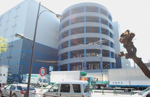 平和島駅から歩いて、大田スタジアムへ。<br /><br />ぐるぐる回りそうな倉庫が見えると・・・