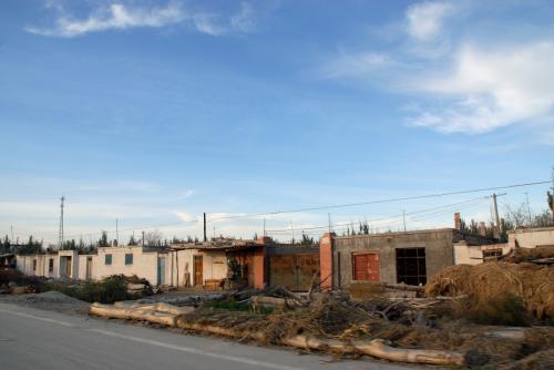 田舎の町並みで見かける現地の家。