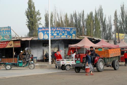 新疆時間ではまだ8時なので、朝の準備が始まったくらいですね。