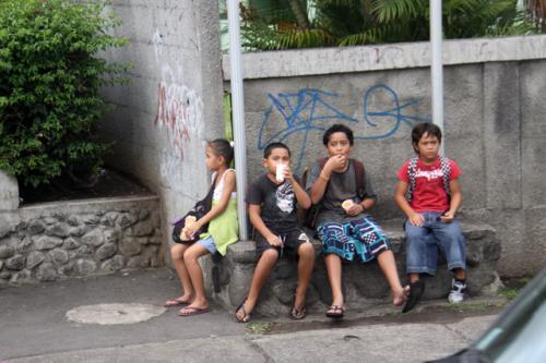 町中の若者たち