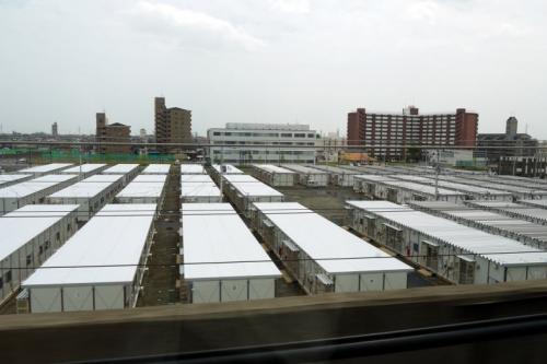 ずらっと並んだ仮設住宅