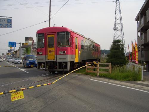今回はバイクで一乗寺へ向かいます。なのにトップ写真が北条鉄道w<br />珍しく踏み切りが下りたので撮ってみた。