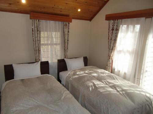 ベッドルームのベッドには電気マットが設置されているので夜は暖かい。ストーブは不要である。