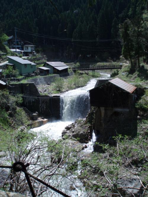 右手前の建物は<br />温泉入浴施設です。