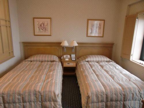 気分良くチェックインを済ませ3階の海側の部屋336号室(写真)に入る。スタンダードBタイプの客室でルームチャージは11500円(税込)である。