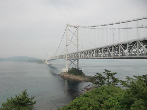 エクシブ鳴門をチェックアウトして「大鳴門橋」(写真)にある遊歩道「渦の道」に行く。エクシブからは鳴門スカイライン(無料)を通ったほうが早い。