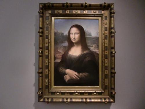 地下2階に上がる。ここはルネッサンス期の名画の宝庫だ。レオナルド・ダ・ヴィンチ作『モナリザ』(写真)。パリ、ルーヴル美術館所蔵。1503-06年制作。モナリザの現物の写真は私の旅行記「パリ滞在記⑥(ルーヴル美術館)」参照<br />http://4travel.jp/traveler/funasan/album/10364662/