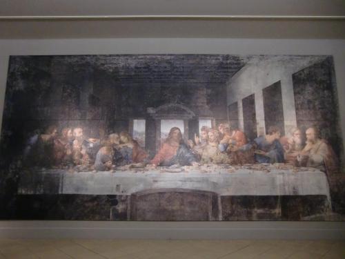 レオナルド・ダ・ヴィンチ作『最後の晩餐』(写真)これは修復前の『最後の晩餐』で現存しない幻の作品である。1495-1498年制作。