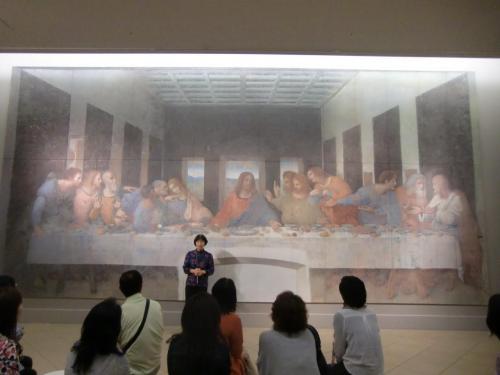 修復後の『最後の晩餐』(写真)。本物はイタリア、ミラノの「サンタ・マリーア・デッレ・グラーツィェ修道院」にあり、見学は完全予約制でなかなか鑑賞できない。
