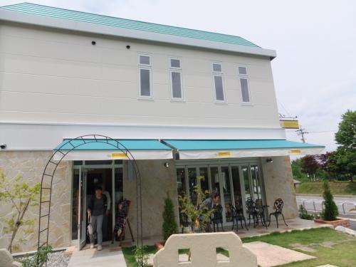 工場以外にも<br />喫茶コーナーや売店があります。