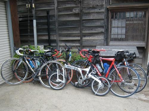 8台の自転車を泊めた<br />総額はいくらかな?