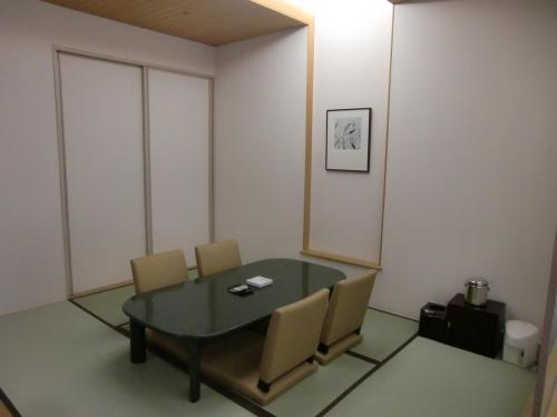 1泊目は夏のファミリーディナーバイキングプラン(1泊2食1人11000円、税・サ込)を利用し、2泊目はルームチャージのみにした。写真:6畳の和室<br />