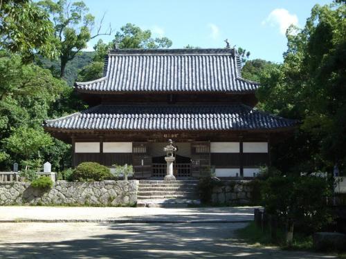 1つ目のポイント、観世音寺。みんなお寺より、ご神木のコノハズクに夢中だった。