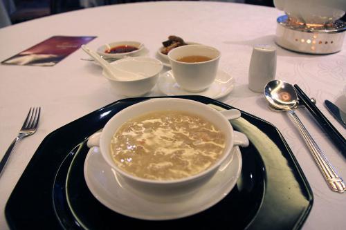 続いてフカヒレ入りスープです。