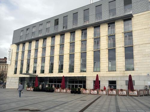 クラクフの宿はこれまた駅前の「Andles」と言うホテルです。<br />建物も新しく、デザイナーホテルで内装も凝っていて、今回の旅で一番豪華?なホテルだったかも。<br /><br />ちなみに、いろんなサイトを比較して、最安だった楽天トラベルで予約しましたが、1泊シングル(ダブルベット)で11000円でした。