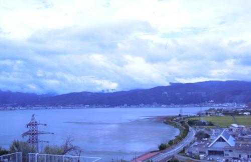 諏訪湖です。<br /><br /> 諏訪ICの食堂から。<br /> 湖水が少し枯れているのかな??<br /> 台風が近づいて雨量が多いはずなのに。