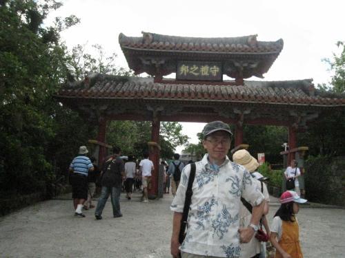 首里城の入り口にある守礼門。暑かったです。