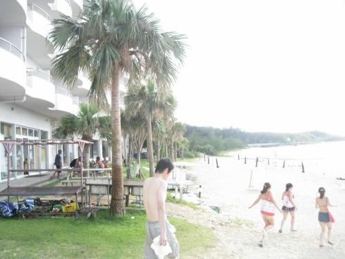 ホテルの前のビーチです。